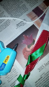 Hot glue a rakhi