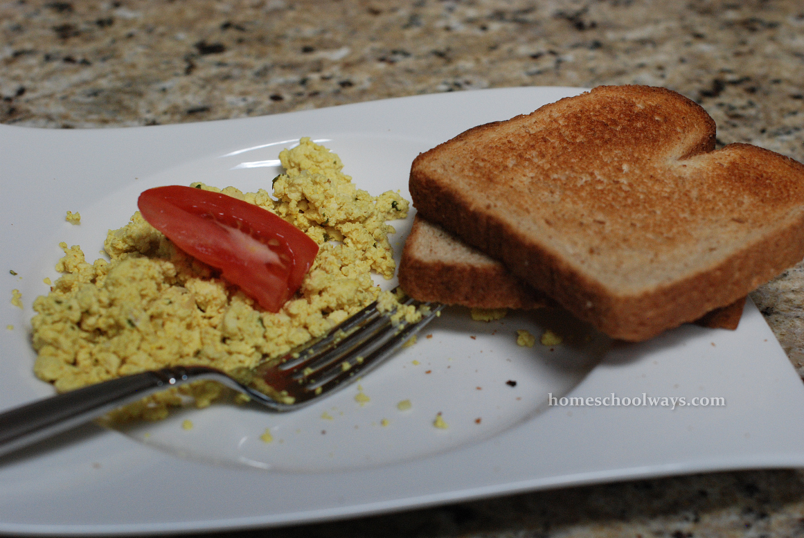 Scrambled tofu and toast