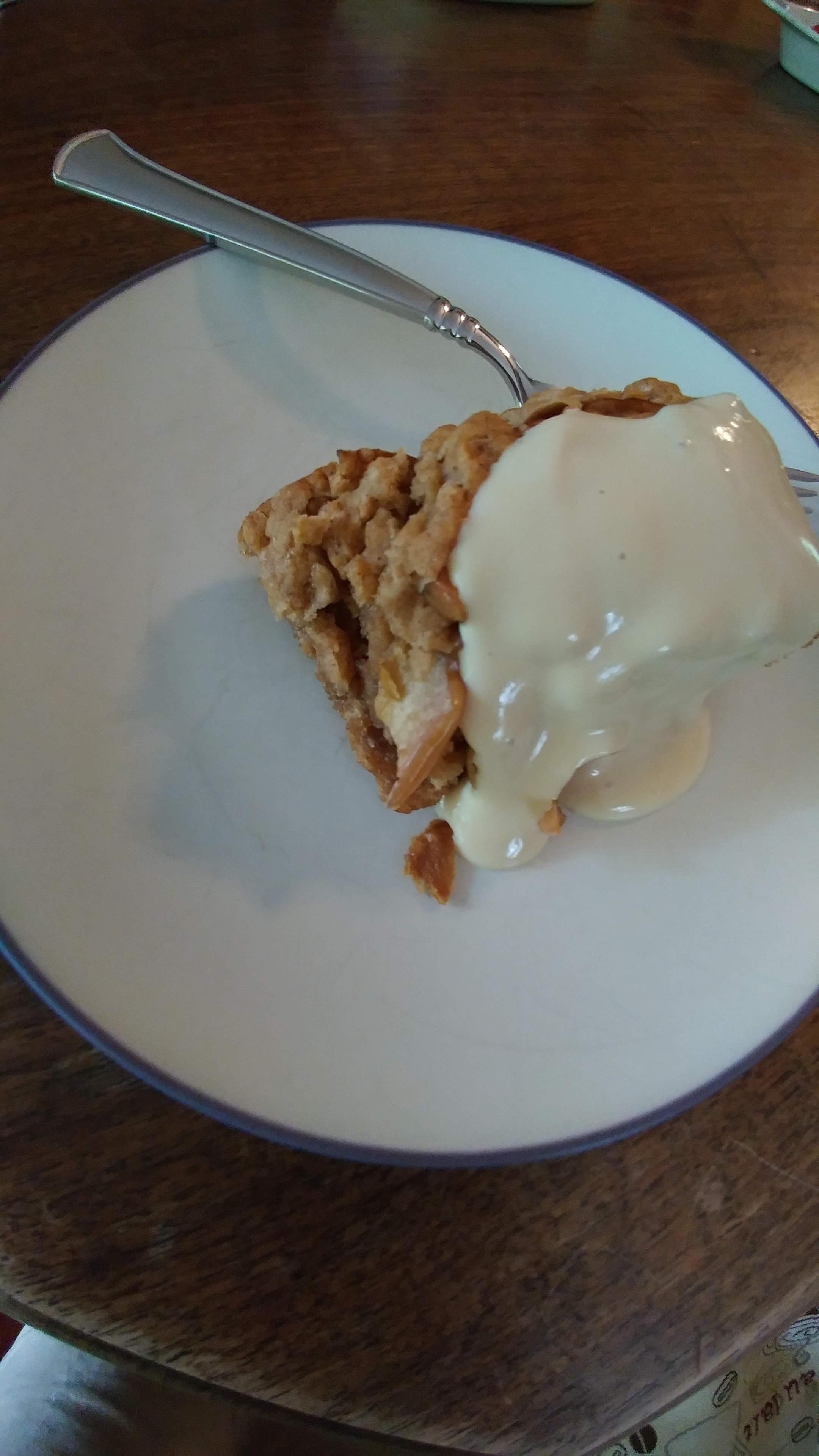 Gluten free apple crisp with vegan cream